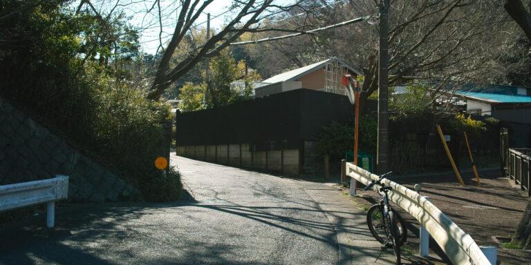 夫婦池の先にある激坂の入り口