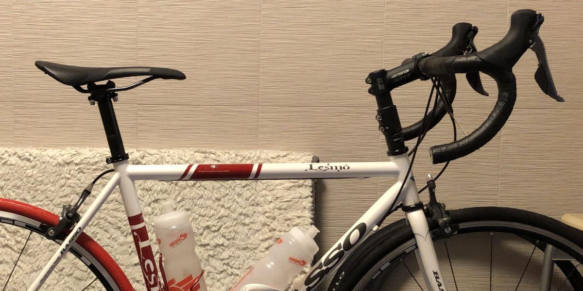 ヘッドチューブエクステンダーを使ってハンドルを高くしたクロスバイク