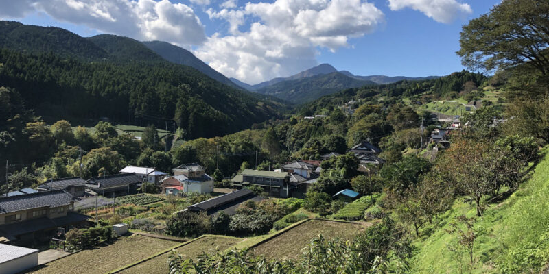 足柄峠までののどかな風景を伝える画像