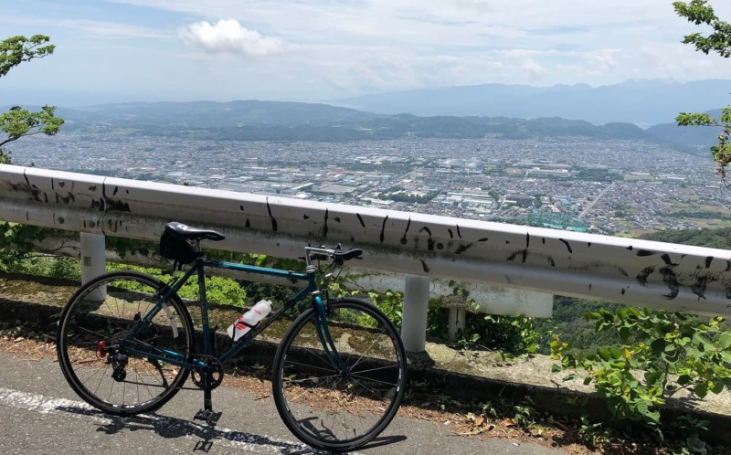 ヤビツ峠の坂道からの眺望を紹介する画像