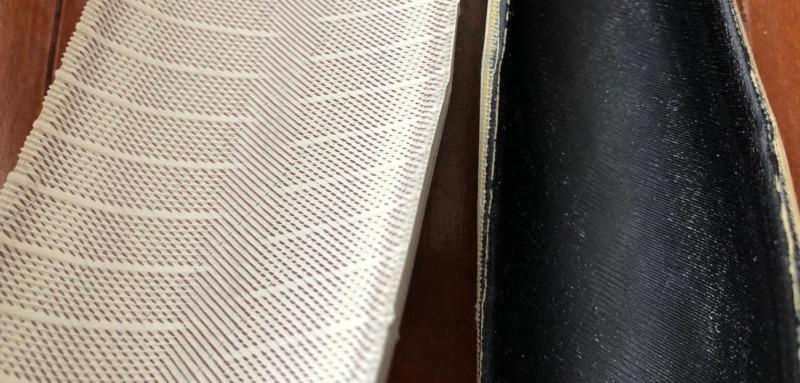 新旧コペルトンタイヤの内部表面の違いを紹介する画像