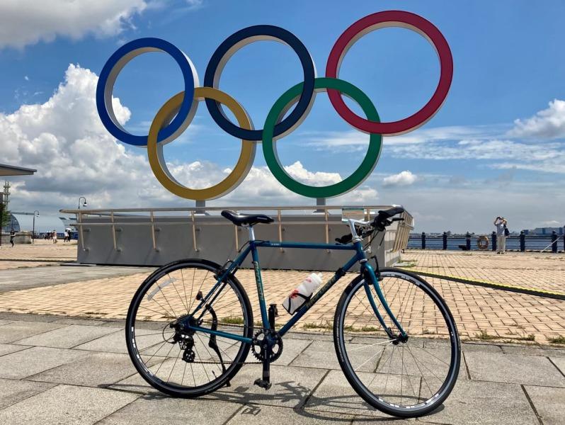 横浜にあるオリンピックシンボルと自転車